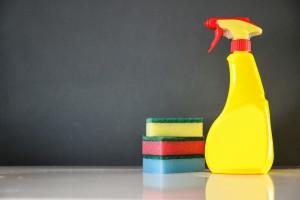 tvättsvamp och städprodukter