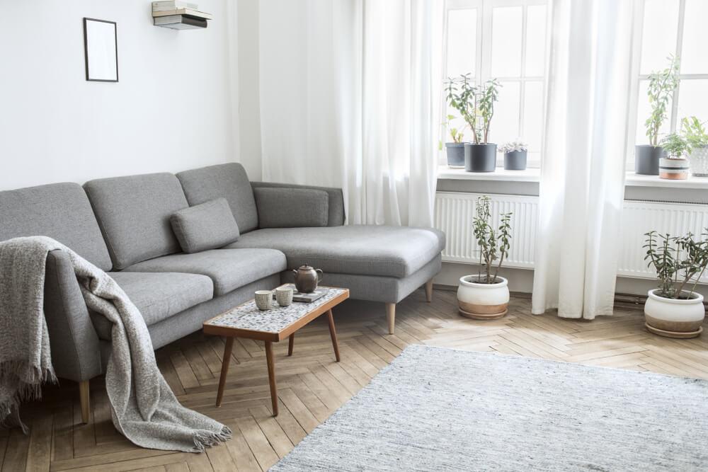 enkla möbler i vardagsrum