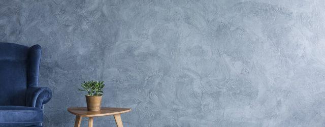 inredning med blå vägg och blå fåtölj